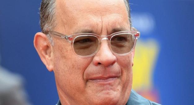 Tom Hanks - wielki gwiazdor w małym samochodzie...
