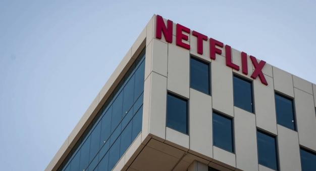 """Netflix wprowadził funkcję """"Play something"""", która podejmuje decyzje za niezdecydowanych"""