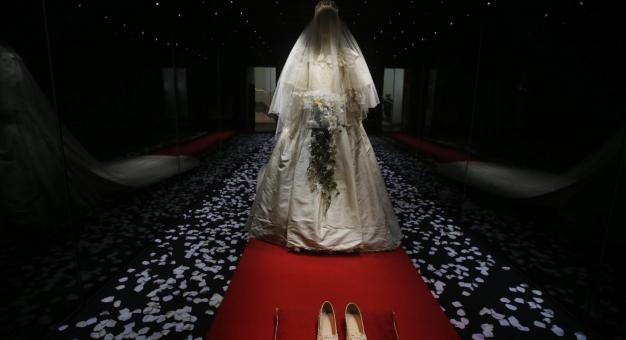 Ikoniczna suknia Lady Di znów na sprzedaż