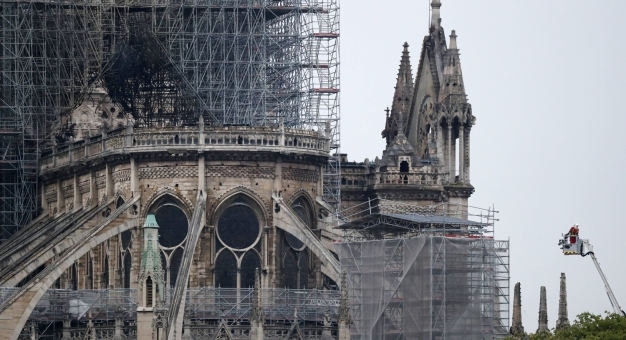 Notre Dame - struktura i fasada katedry ocalone