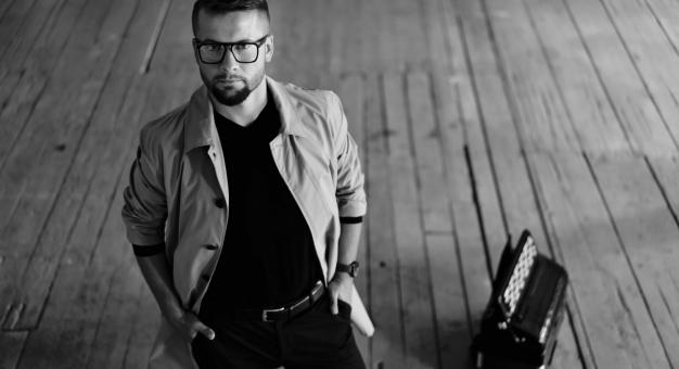 Wiesław Ochwat: Between Paths - posłuchaj rozmowy z artystą!