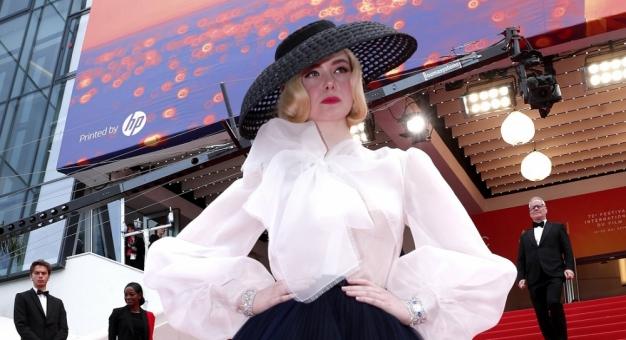 Elle Fanning, najmłodsza jurorka Cannes, ponownie w objęciach Czarownicy