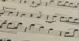 Techno tajniaków, czyli jak schować bity informacji między beatami muzyki