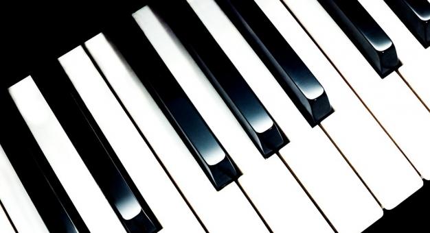 Student krakowskiej AGH zaprogramował robota, który gra na pianinie