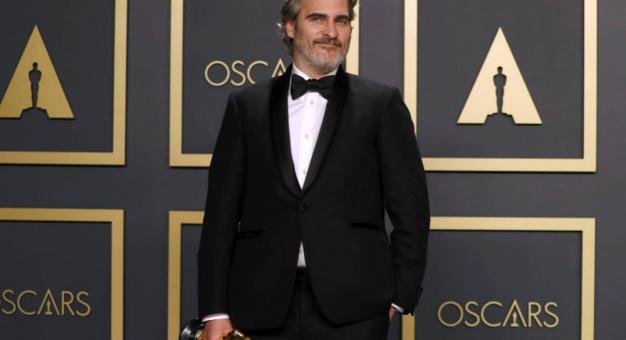 Joaquin Phoenix wzywa do uwolnienia dwóch niedźwiedzi, które były inspiracją dla filmu Disneya