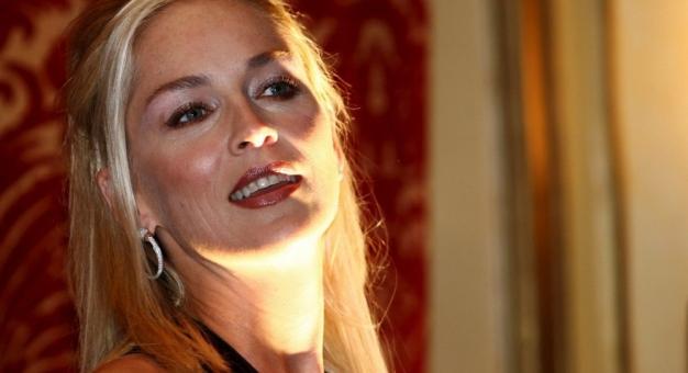 """Sharon Stone wróciła do fryzury, którą nosiła, gdy grała w """"Nagim instynkcie"""""""