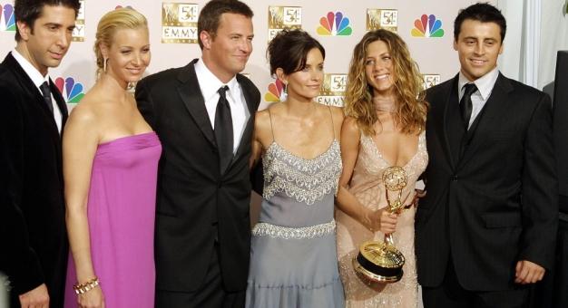 """Lisa Kudrow wyjawiła, że nakręcono już kilka scen do oczekiwanego odcinka specjalnego """"Przyjaciół"""""""