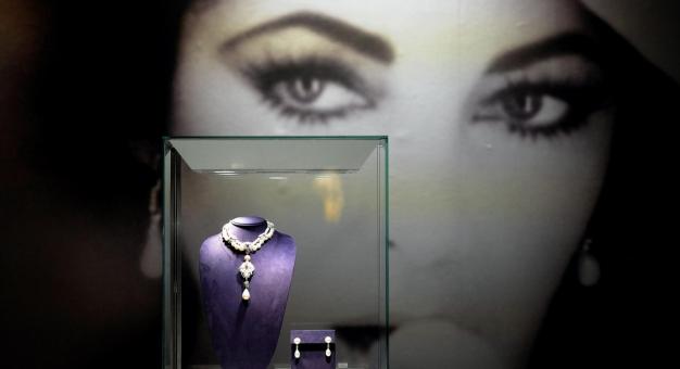 Ikoniczne stroje Elizabeth Taylor na aukcji