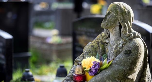 Zamiast tradycyjnej kwesty na ratowanie zabytkowych nagrobków będzie zbiórka online