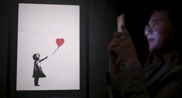 Nabywca zniszczonego obrazu Banksy'ego obstaje przy zakupie