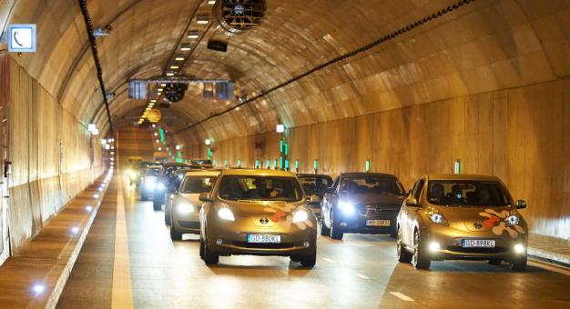 Słuchanie w samochodzie spokojnej muzyki zwiększa bezpieczeństwo na drodze