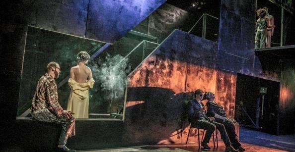 """Zostań w domu i zobacz """"Czarodziejską górę"""" – festiwal Malta zaprasza na premierę zapisu opery Pawła Mykietyna"""