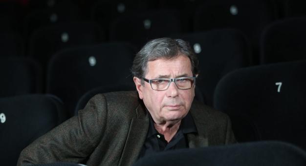 Janusz Gajos - jaki jest w teatralnym bufecie?
