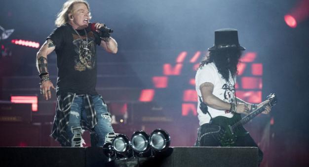 Organizatorzy festiwalu wypędzili Guns N' Roses ze sceny