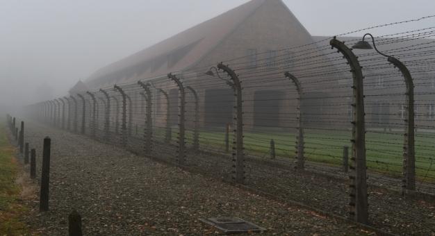 """""""Stacja końcowa Auschwitz"""" - jedyna znana książka w całości napisana w obozie"""